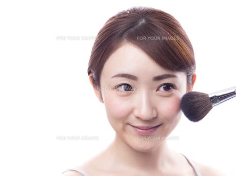 メイクされる日本人女性 FYI00920785