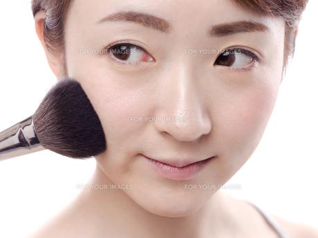 メイクされる日本人女性 FYI00920792