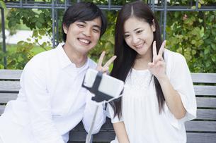 若い男女のカップル FYI00922000