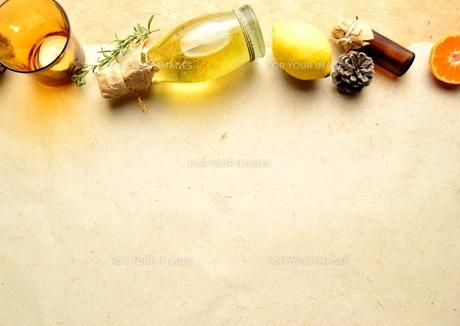 エッセンシャルオイルとレモンとキャンドル イエロー系 FYI00923848
