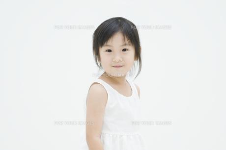 微笑む女の子 FYI00934571