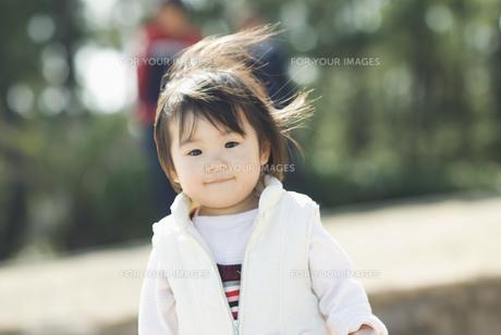微笑む女の子 FYI00934738