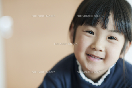 笑う女の子 FYI00934766