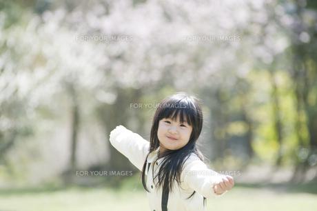 微笑む女の子 FYI00934795