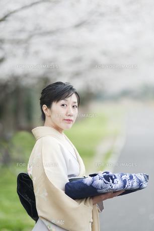 和服の日本人女性 FYI00934906