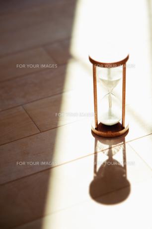 陽射しの中の砂時計 FYI00935092