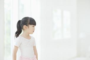 バレエ姿の女の子 FYI00935408