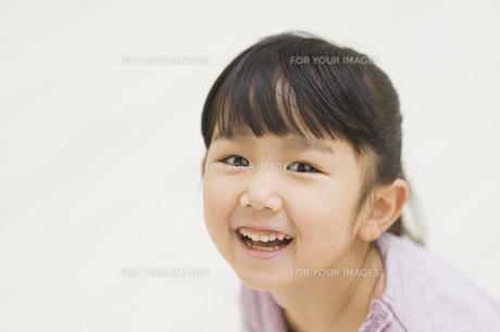 笑う女の子 FYI00935427