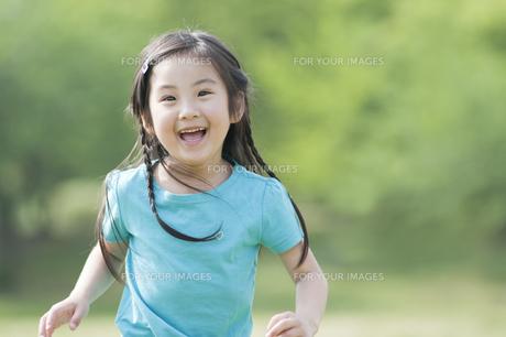 笑う女の子 FYI00935521