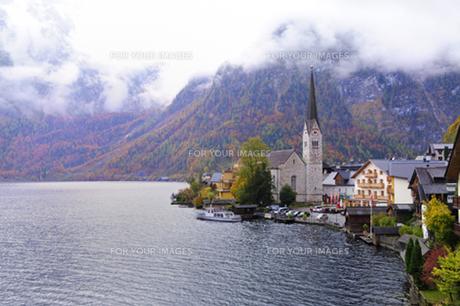 ハルシュタット湖と聖マリア教会の素材 [FYI00940249]