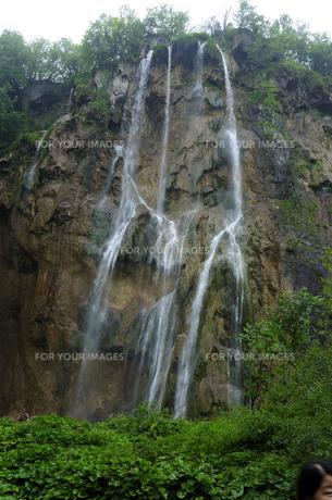 プリトヴィッツェ湖群国立公園の滝の素材 [FYI00940275]