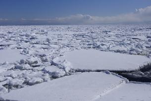オホーツク海の流氷と空の素材 [FYI00940364]