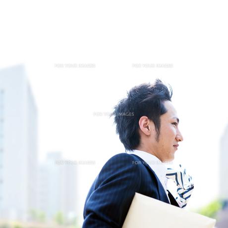 走るビジネスマン FYI00941526