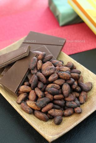 カカオ豆とチョコレート FYI00942901
