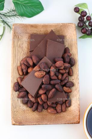 カカオ豆とチョコレート FYI00942906