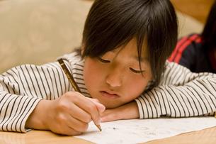 勉強する男の子の素材 [FYI00943952]
