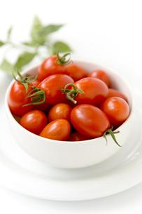 白い器に盛られたプチトマト FYI00944659