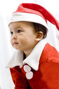 サンタの格好をした男の子 FYI00944661
