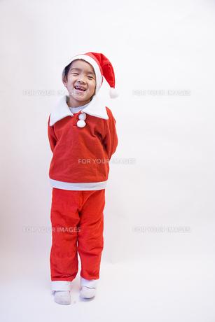 サンタの格好をした男の子 FYI00944700