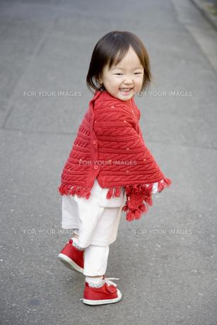 赤い服の女の子 FYI00944712