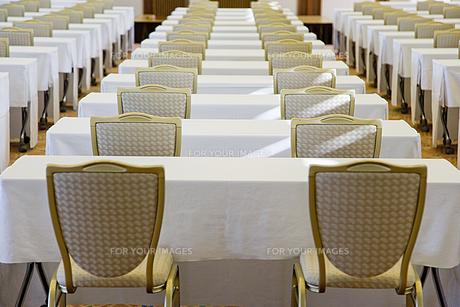 並べられた椅子 FYI00944846