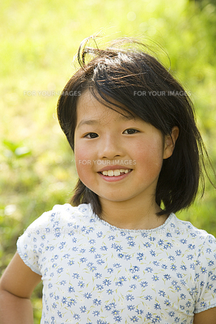 笑顔の女の子の素材 [FYI00944960]