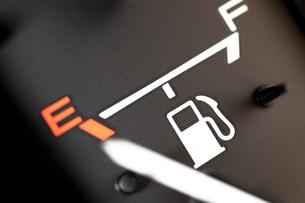 ガス欠の燃料計 FYI00954855