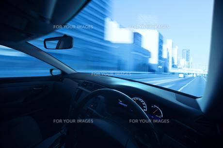 運転席と流れる景色 FYI00956385