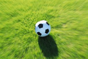 飛んできたサッカーボール FYI00969480