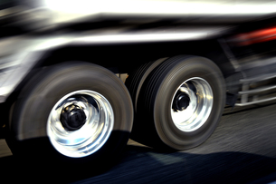 高速走行のトラックタイヤ FYI00970316