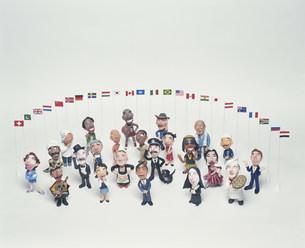 世界の人々と国旗のクラフト FYI00986219