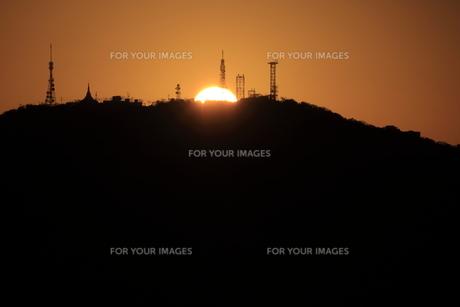 眉山に沈む夕日 FYI00987880