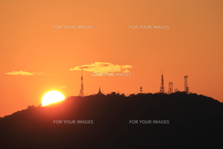 眉山に沈む夕日 FYI00987885
