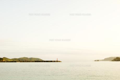 堤防と灯台 FYI00992351