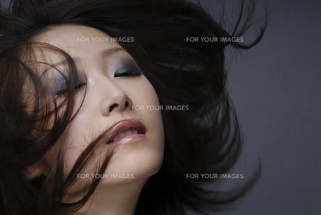 ビューティーイメージ メイクアップした女性 FYI00993721