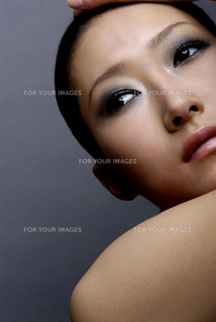 ビューティーイメージ メイクアップした女性 FYI00993788