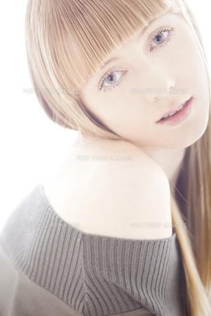 20代の外国人女性のビューティー FYI00993820