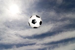 サッカーボールと空 FYI00993850
