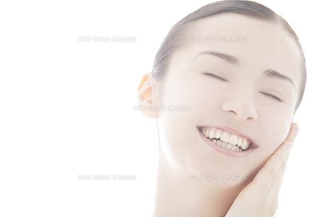 20代の外国人女性のビューティーイメージ FYI00993855