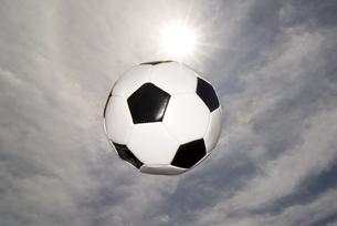 サッカーボールと空 FYI00993883