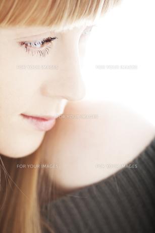 20代の外国人女性のビューティー FYI00993999