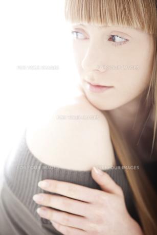 20代の外国人女性のビューティー FYI00994055