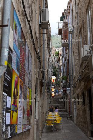 旧市街石畳の小路と観光客 FYI00997070