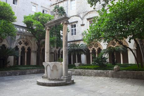 ドミニコ会修道院の井戸 FYI00997215