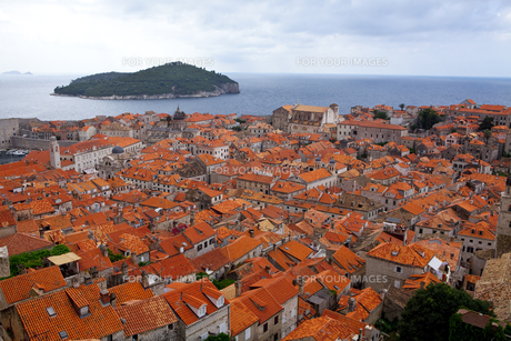 城塞から見た旧市街とアドリア海 FYI00997321
