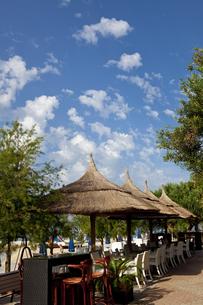 アドリア海沿岸と海水浴客 FYI00997325