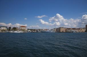 ザダルの海岸と街並 FYI01005242