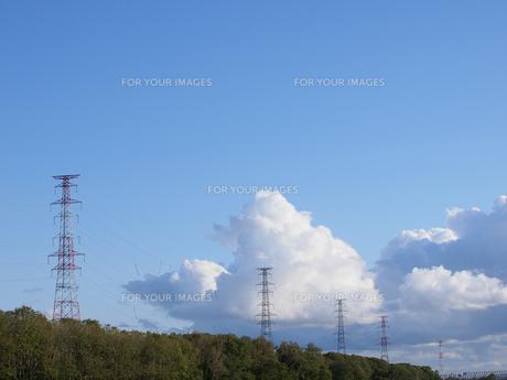 送電線と空 FYI01015523