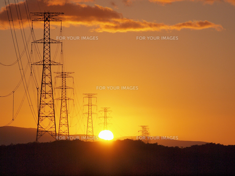 夕空と送電線 FYI01015580