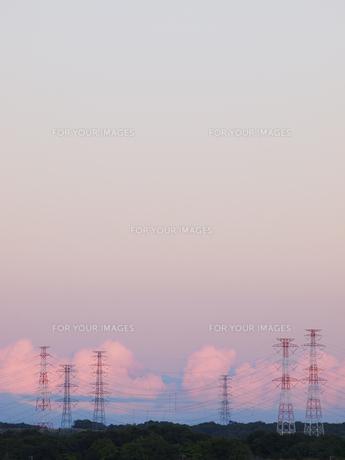 夕空と送電線 FYI01015612